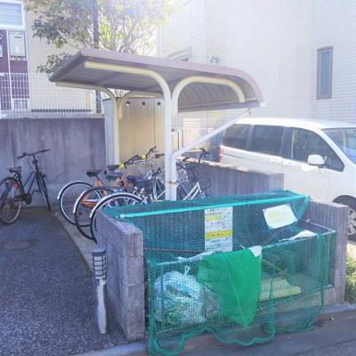 駐輪場完備。ごみ集積場もあります!