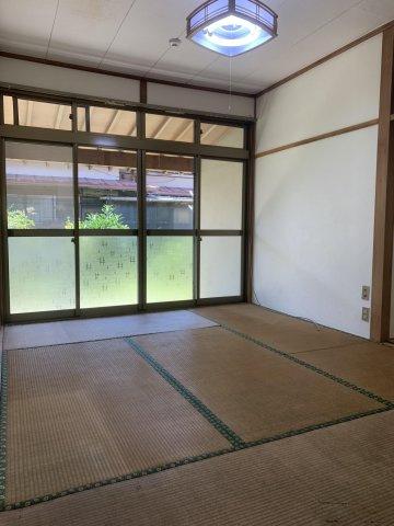 6畳和室の写真です。入居が決まり次第、畳の表替えは行います。