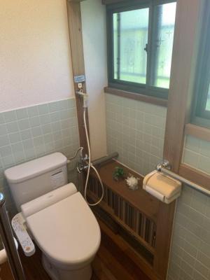 トイレは簡易水洗となっております。