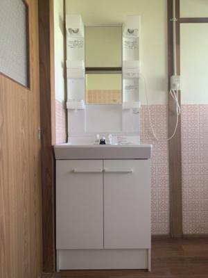 新品の洗面化粧台です!!朝の身支度もばっちりです