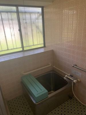 大きな窓があるので入浴後の換気でカビ対策もばっちりです。