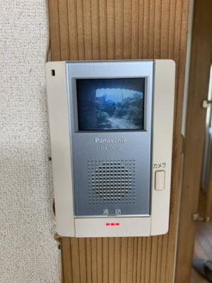 モニター付きインターホンです。来客時は確認できるので安心です