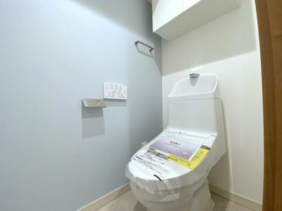 リノベーションで新設されたトイレ。温水式シャワー便座です。