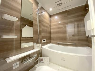 新設された浴室。浴室乾燥機は雨の日でも洗濯物がよく乾きます。
