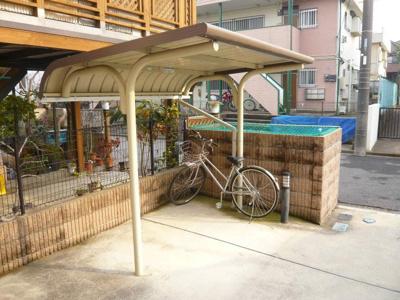 専用の屋根付き駐輪場もあります。