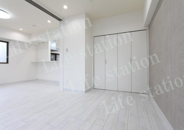 6.0畳の洋室 収納もしっかりあり、スッキリとしたお部屋です!!