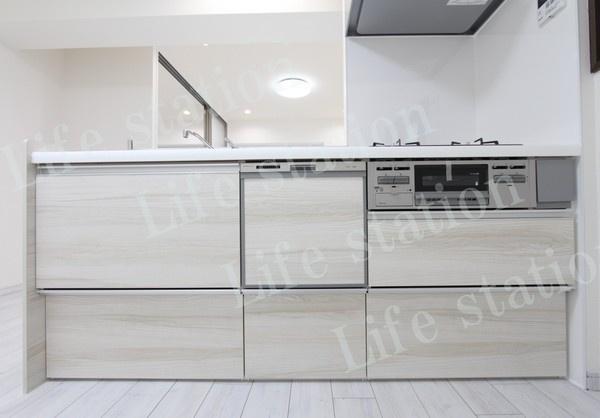 キッチンも、白で統一されよりスッキリ清潔感のあるキッチン