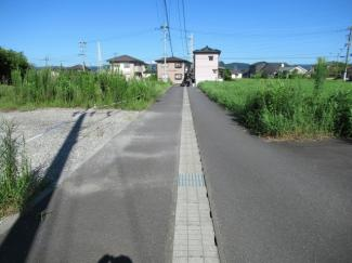 南側接道の状況(西側から撮影)