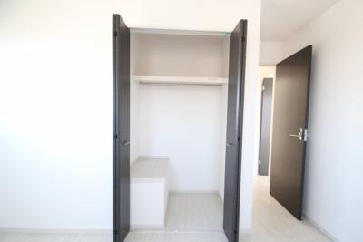 2階 洋室2(6.5帖)クローゼット