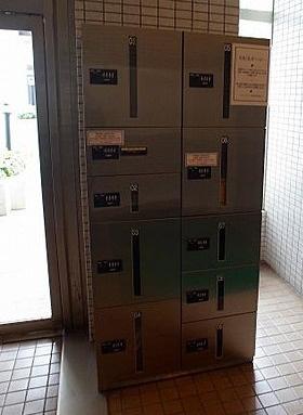 不在時にも荷物を受け取れる宅配ボックス。