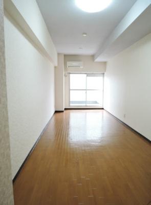 約11.2帖のゆとりある洋室。
