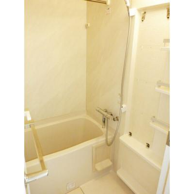 雨の日のお洗濯に便利な浴室乾燥機能付き(同一仕様)。