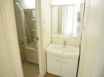 人気条件の独立洗面化粧台(同一仕様)。