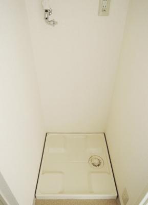 防水パン付きの室内洗濯機置場(同一仕様)。