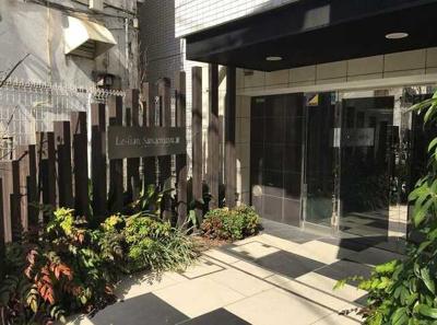 【エントランス】ル・リオン三軒茶屋Ⅲ ペット飼育可 浴室乾燥機 オートロック