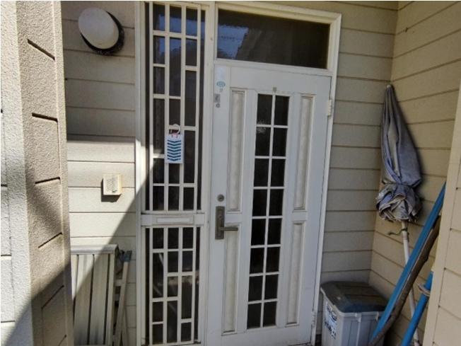 玄関ドアです