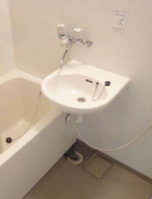 【洗面所】キーウエスト三軒茶屋 礼金0 バストイレ別 ルーフバルコニー