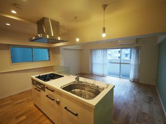 長い時間を過ごすキッチンは、使い勝手の良い家事動線で、家族とのコミュニケーションがはかれるキッチンを採用しています。 令和3年9月3日撮影