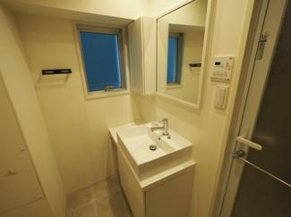 清潔なパウダールームは身だしなみチェックや肌のお手入れに最適です。 令和3年9月3日撮影