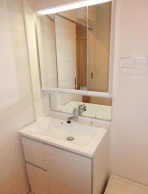 【洗面所】AKS三宿フラッツ オートロック 宅配BOX 独立洗面台