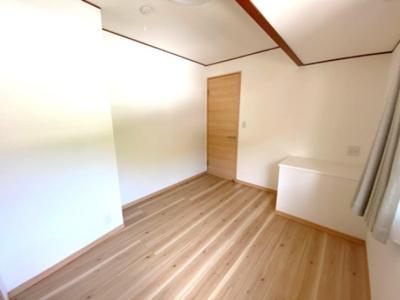 部屋の中にいろいろな物を置いて空間を自在にコーディネートできますね。