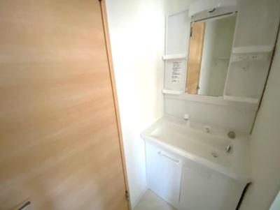 収納を兼ね備えた洗面化粧台!
