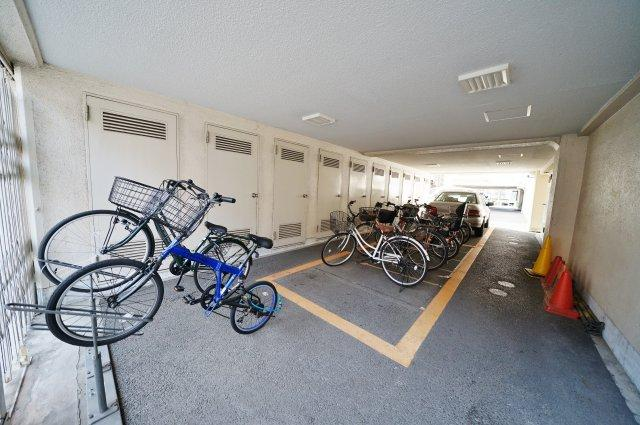 敷地内には駐輪場もございます(空き状況はご確認ください)