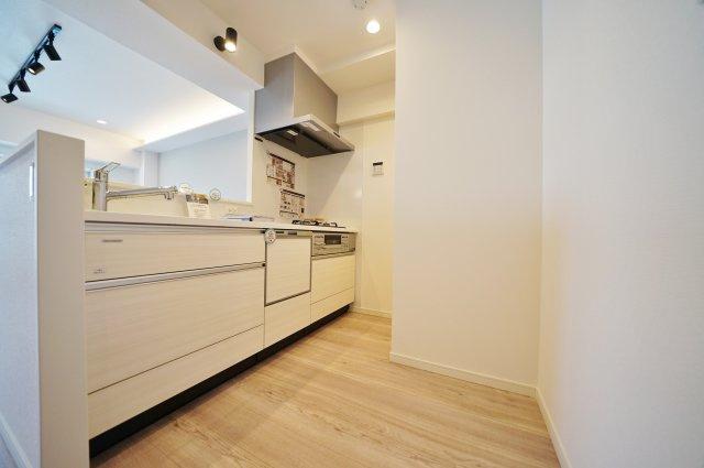 開放感のある対面式キッチンを採用しています