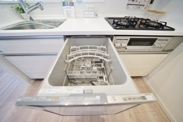 家事を助けてくれる便利な食洗機付きです