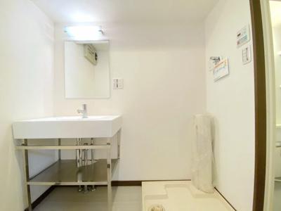 平成25年リフォームにより、綺麗な洗面所です。 室内(2021年8月)撮影