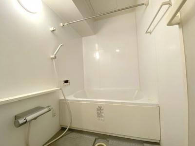 平成25年リフォームにより、綺麗な浴室です。 室内(2021年8月)撮影