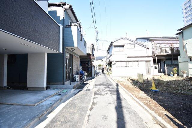 駅徒歩2分が魅力の3LDK+P!LDKは広々19.9帖、キッチンには可動棚付きのパントリースペース!6帖以上の居室がふた部屋、トイレも2ヶ所配備。延床面積102.65㎡!