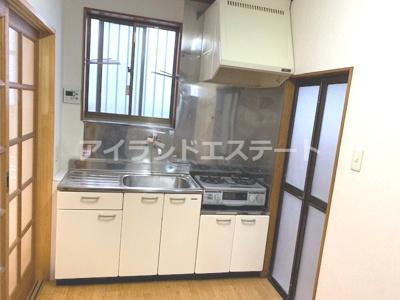【キッチン】大岸ハイツ 独立洗面台 室内洗濯機置場 バストイレ別