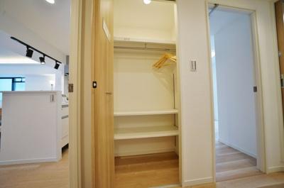廊下部分にも収納があり室内すっきり