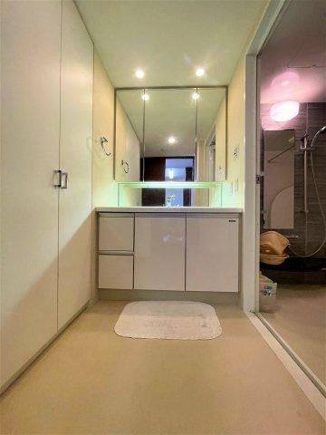 標準よりワイドなとても明るい洗面化粧台です 吉川新築ナビで検索