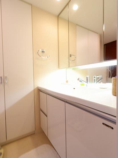 朝の身支度には欠かせない独立洗面化粧台 吉川新築ナビで検索