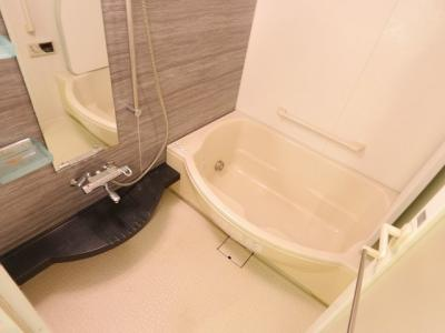 ワイドな浴槽でゆったりくつろいでください 吉川新築ナビで検索