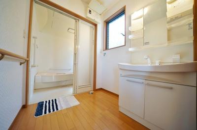 ゆとりのある洗面スペース