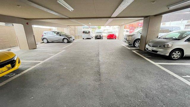 駐車場空き有り。5000円/月
