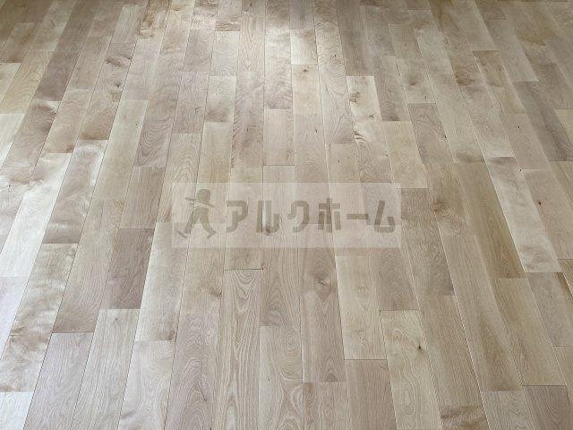 アメニティ藤井寺 パーチ材の無垢床