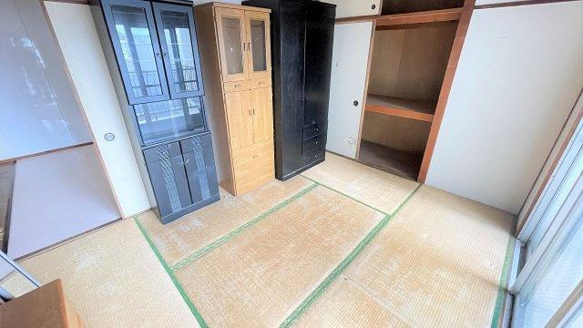 バルコニー側に現在和室が2部屋あります。間取り変更もご相談ください