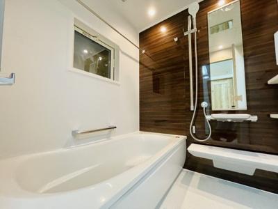 TOTOのシステムオートバス、カラリ床で、保温浴槽を採用、浴室乾燥機付き