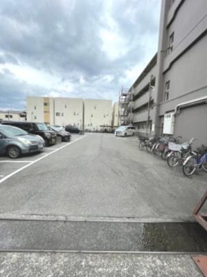 敷地内駐車場(満車)