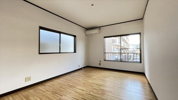 2階南東側洋室(7.3帖)