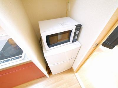 冷蔵庫に電子レンジも完備
