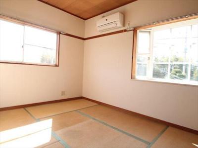 2F和室・窓が2面あるので日当たり抜群♪