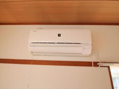 エアコンは1F洋室と2F和室にございます