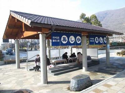 石和温泉駅前足湯まで1400m