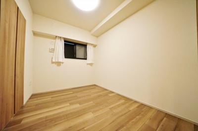 約4.5帖のサービスルームはもちろん居室としても