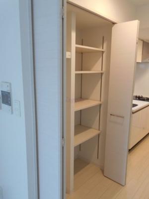 キッチン横収納